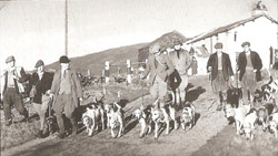 Coniston foxhounds leaving the Inn